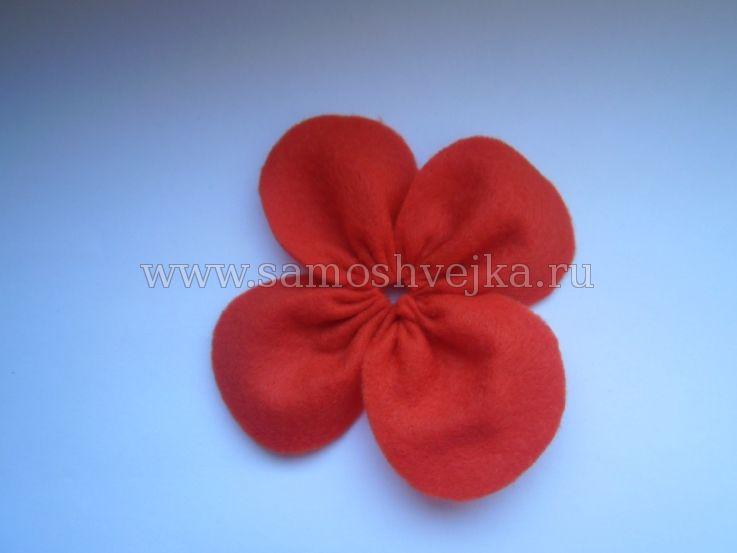 пелюстки квітки з фетру