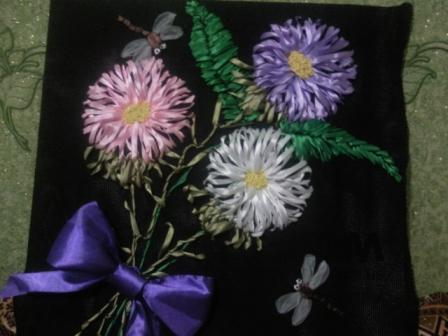 декоративная подушка с вышитыми цветами