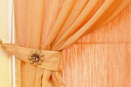 ...подхватами для занавесок в виде полумесяца, то для этого вам понадобятся. ткань (одного цвета со шторами и...
